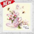Чудесная игла 120-041 Чашка с веткой яблони